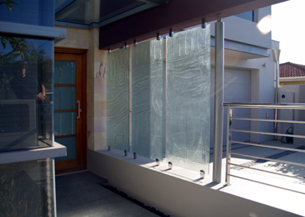 Slumped decorative glass fence