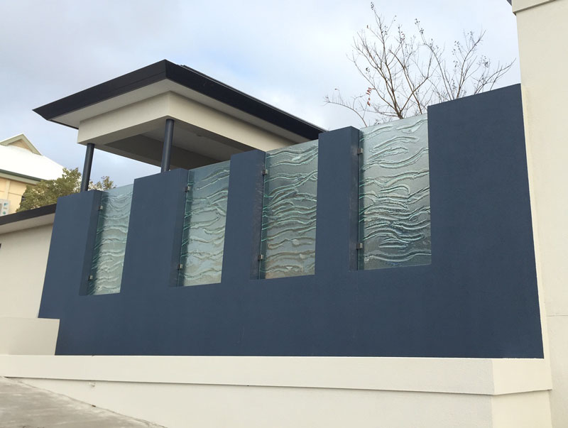 Slumped glass privacy fence